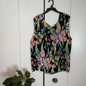 Tops - Notations Plus Size Flower Top...